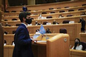 Así aprenden los jóvenes a debatir como lo hacen los miembros de la ONU